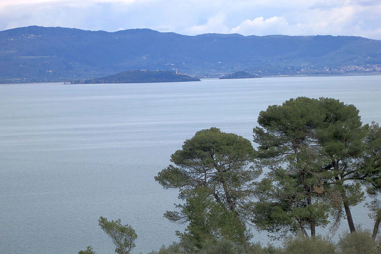 lake trasimeno islands