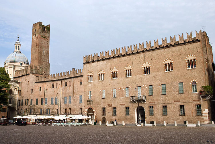 mantova piazza photo