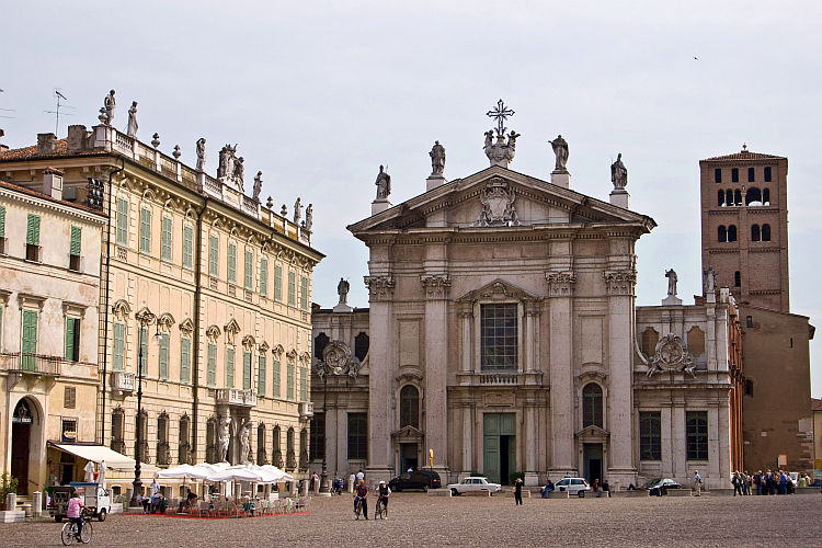 mantua cathedral photo