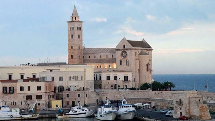 trani cathedral photo