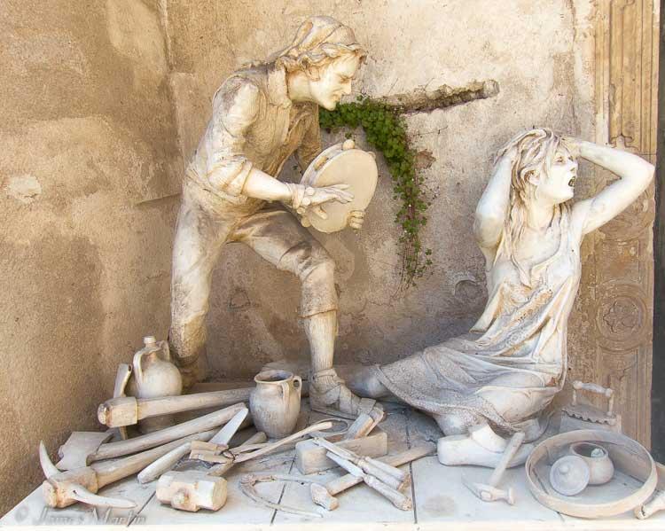 pizzica dance statue