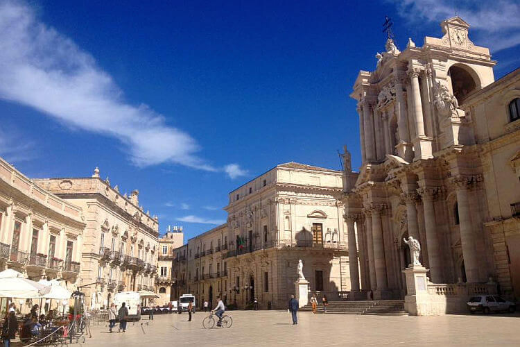 cathedral square syracuse sicily