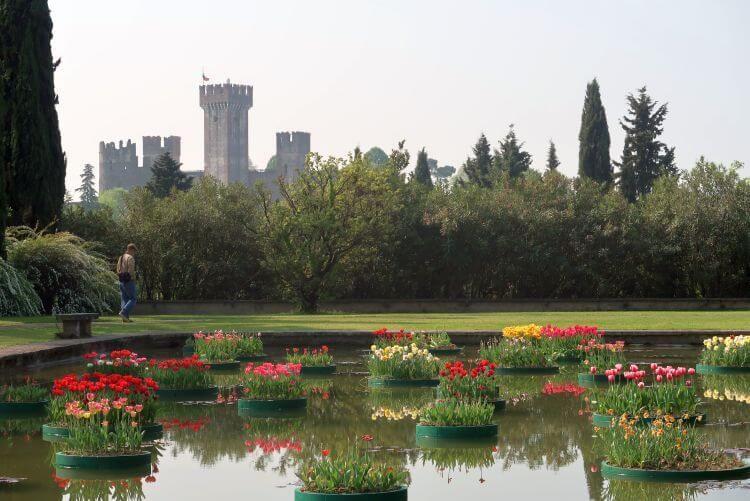 sigurta garden tulips and castle