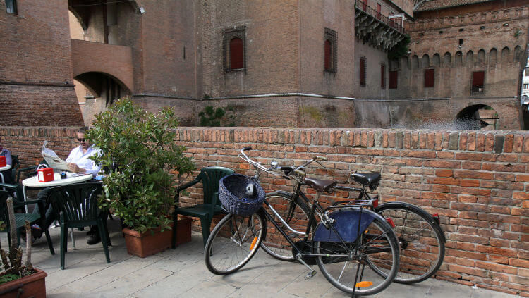ferrara castle and bikes