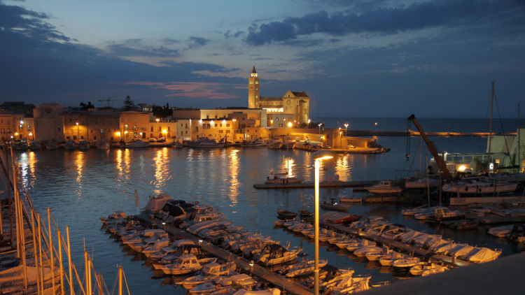 trani night photo