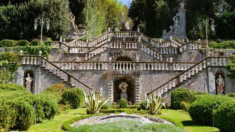 villa garzoni garden