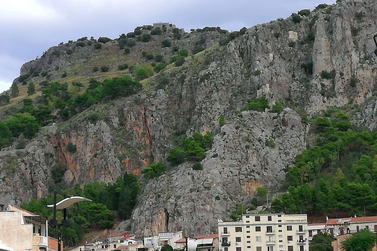 cefalu cliffs